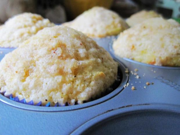 banana granola muffins 2