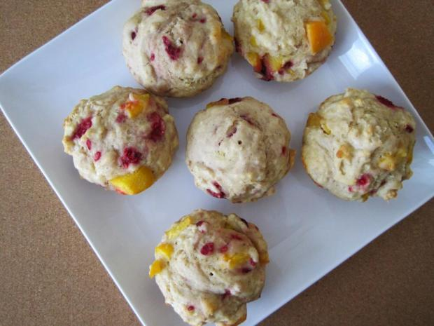 peach raspberry muffins 4