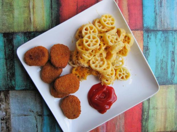 mac and cheese and chicken nuggets 1