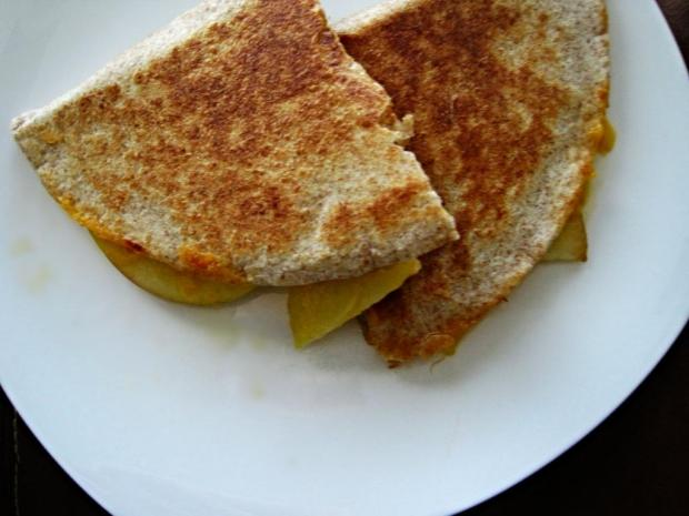 apple cheddar quesadilla 1