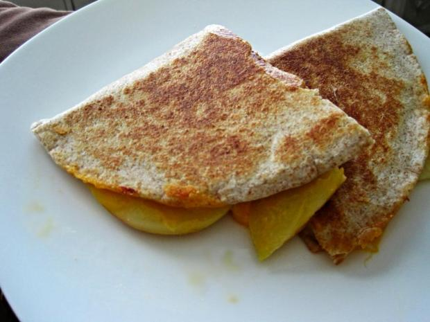 apple cheddar quesadilla 2