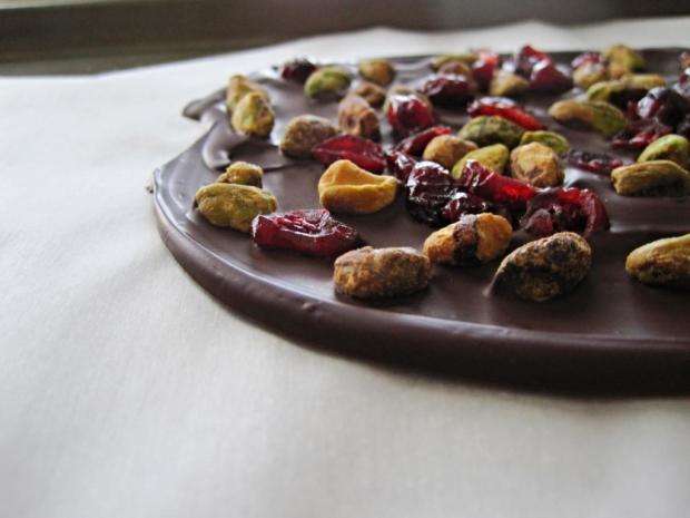 dark chocolate healthy bark 1